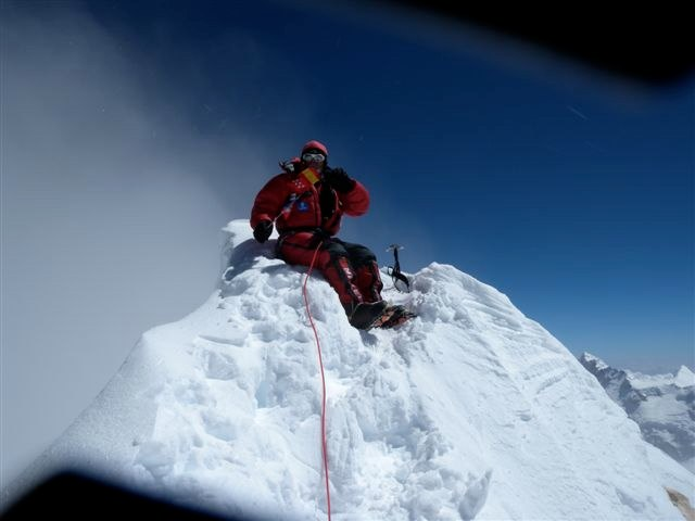 Carlos Soria en la cima del Manaslu